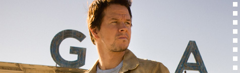 How I have not noticed Mark Wahlberg's stubby fingers before?